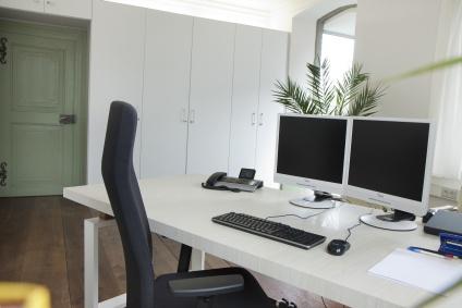 Ein Büro im Business Center von innen